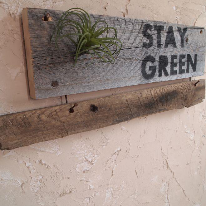 古材サインボード「STAY GREEN」