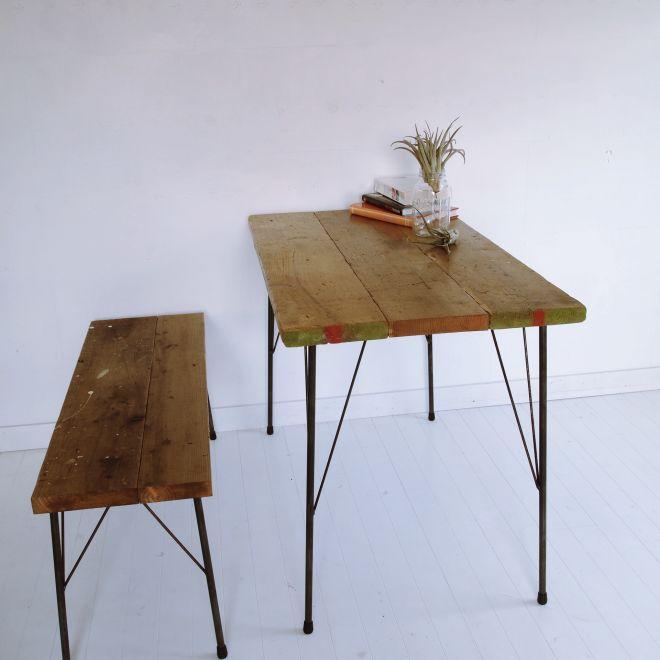 古材と鉄脚のテーブル