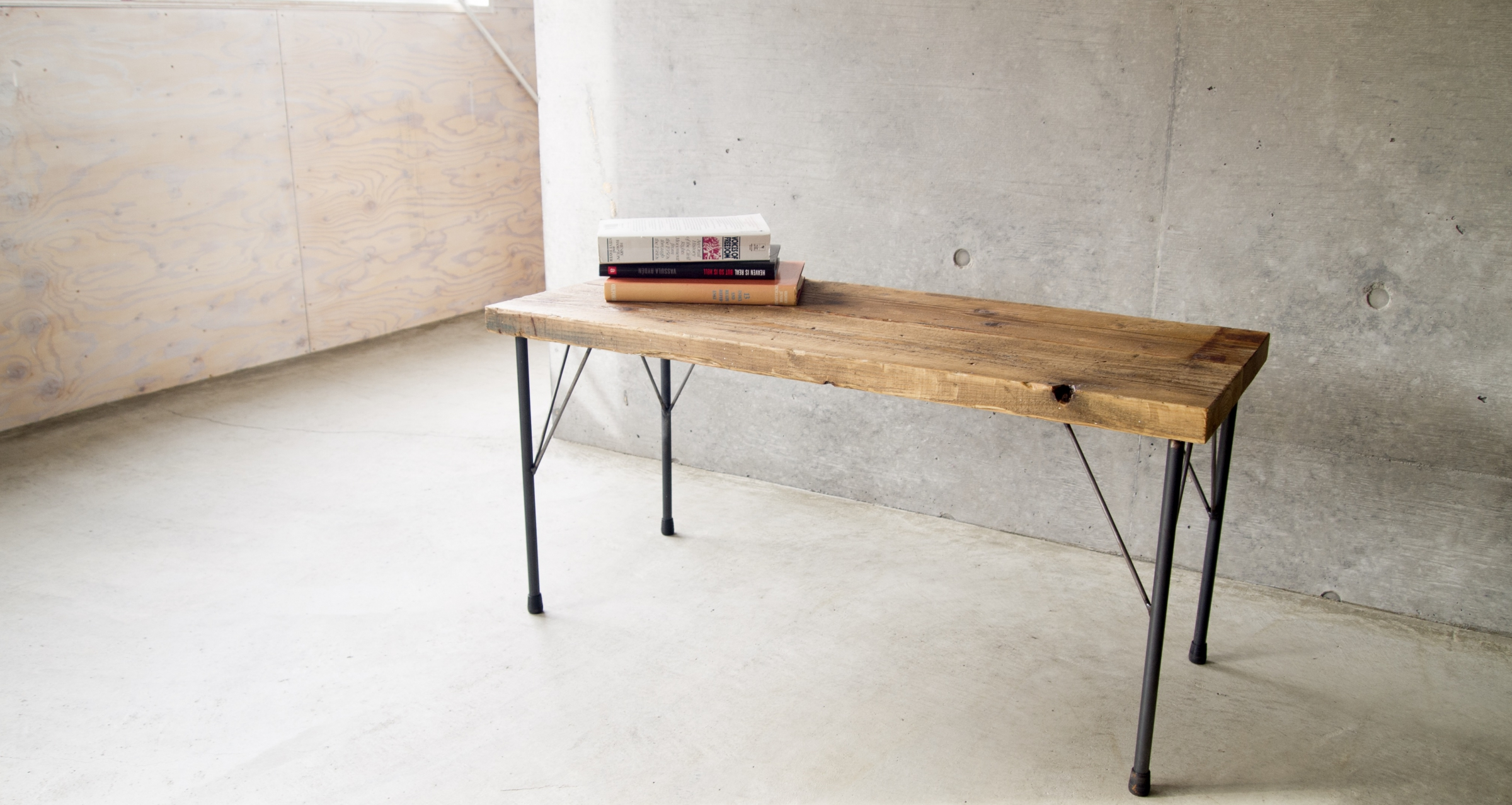 Low table / Iron leg & Old tree